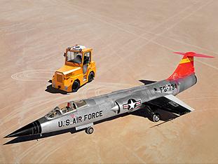 Gipfeltreffen – F-104 Starfighter vs. VOLK Dieselschlepper DFZ 150H